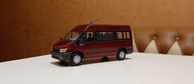 Модель Форд транзит(пасс.распашонка),1:43,новый