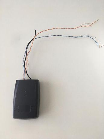 Placa receptora para portões e comandos