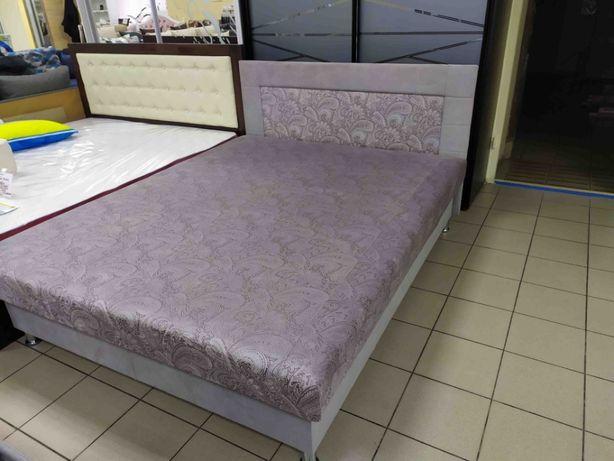 Кровать в комплекте с матрасом и подъемным механизмом есть в наличии