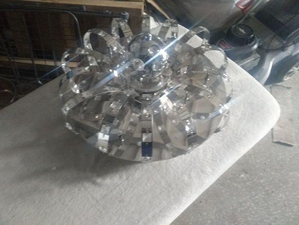 Lampa z kręcąca kulą