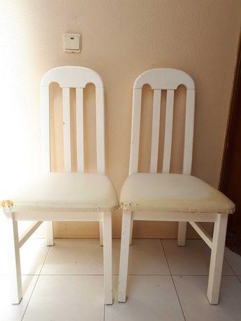 Cadeiras para restaurar imitação de pele e madeira
