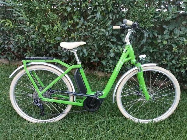 Bicicleta elétrica Cube Ella