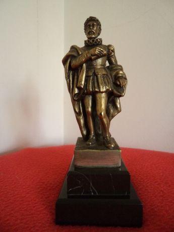 Escultura em bronze, Camões- ass. H. Leitão