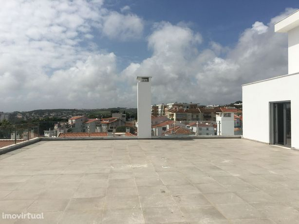 T4 Penthouse com dois amplos terraços em Queijas