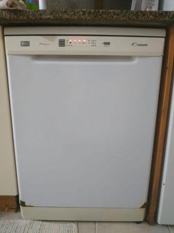 Vendo máquina de lavar loiça - Candy - Não puxa água. VER INFORMAÇÕEES