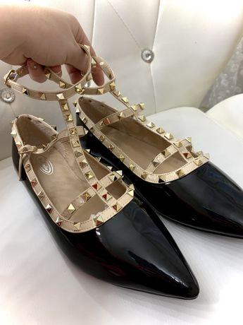 Трендове, модне взуття по стилю Valentino Garavani