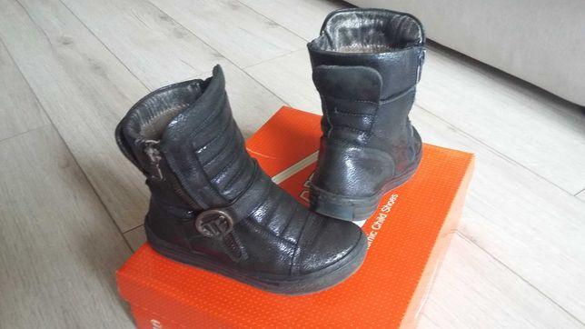 Продам для девочки демисезонные кожаные ботинки Tifloni  р.28