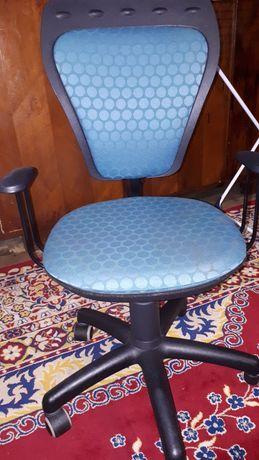 Obrotowe krzesło do biurka.