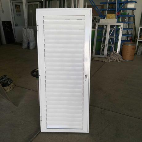 Porta de alumínio ventilada