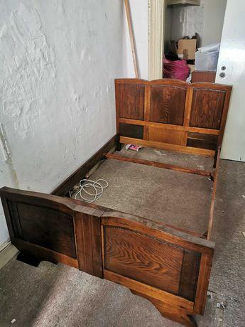 Vendo Camas em madeira estilo antigo trabalhada