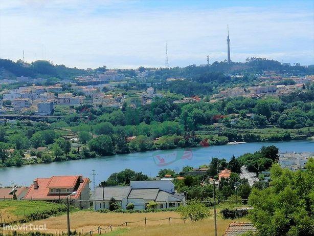 Moradia T4 (2 suites) 3 frentes - Vistas Rio - São Cosme