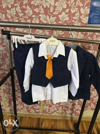 Красивейший костюм мальчику тройка !