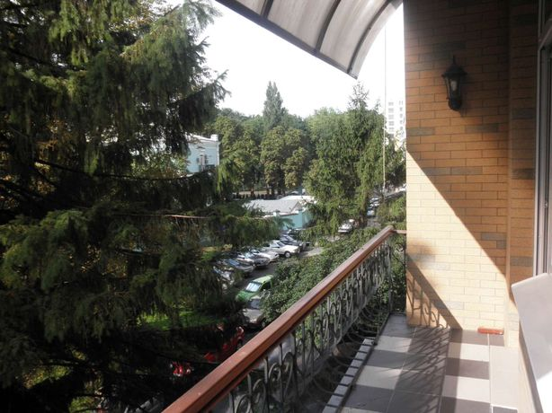 Печерск, Липки, 2х комнатная квартира на ул .Грушевского,34 А