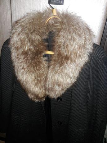 Зимнее пальто 46-48 р. с натуральным мехом.