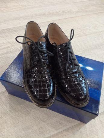Продам очень красивые кожаные туфли.
