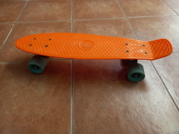 Vendo skate tipo longbord miniatura