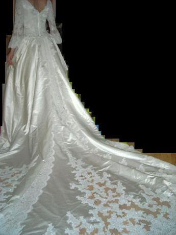 Piękna suknia ślubna firmy Demetrios rozm.38