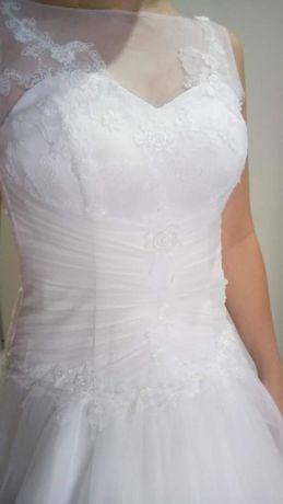 Piękna suknia ślubna gratis bolerko i rękawiczki cena nowej 2500 zl