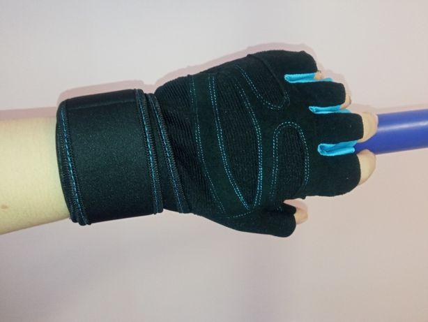 Спортивные перчатки для тренировок на турнике