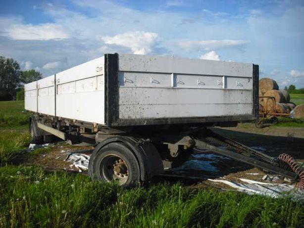 Przyczepa ciężarowa rolnicza dwuosiowa.