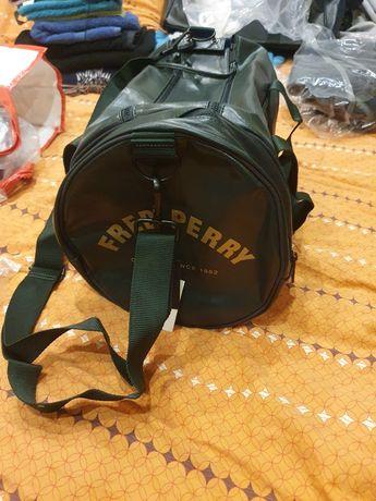 Torba Fred Perry typu Bowling Bag z nadrukami z logo–Ciemnoz
