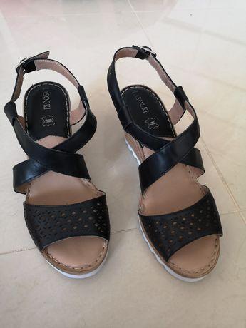 Skórzane sandały na koturnie rozmiar 39 Lasocki