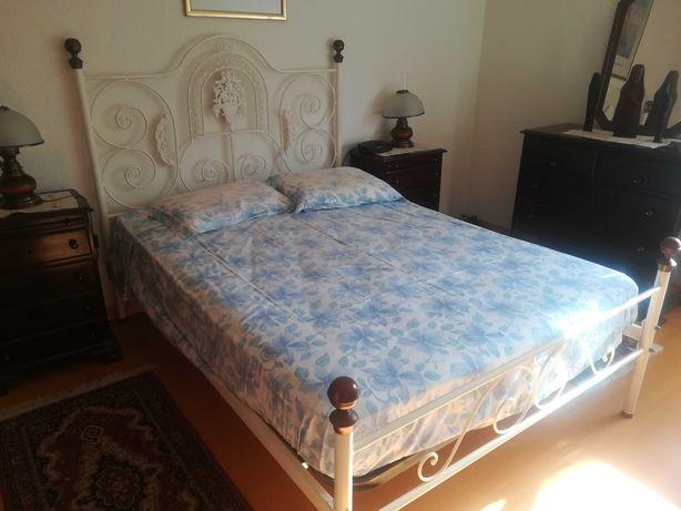 vendo - cama em ferro, 183 x 133, com colchão e estrado