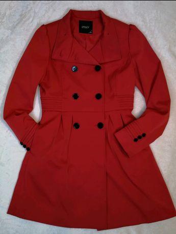 Czerwony jesienno/wiosenny płaszcz