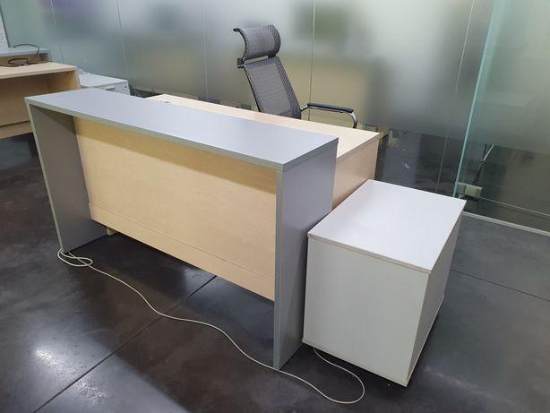 Стол офисный из двух частей