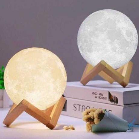 Ночник в форме луны