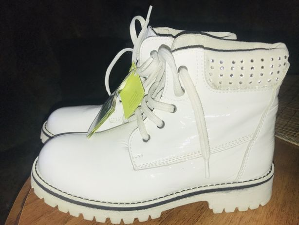 Лакові черевички для дівчинки