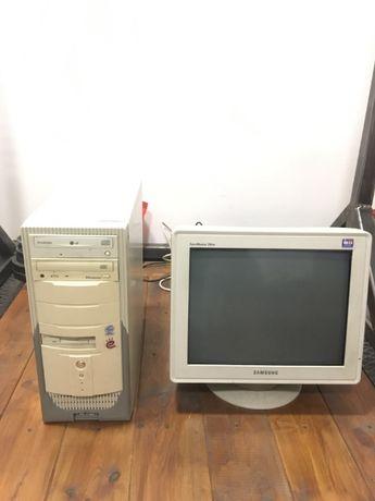 Sprawny komputer stacjonarny Intel Celeron 2,4GHz + monitor