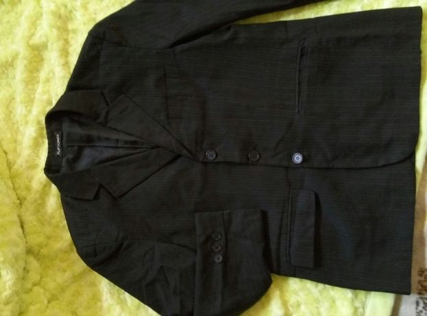 школьный пиджак с жилеткой на рост 140 см