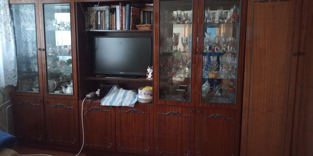 Продам полированную мебельную стенку