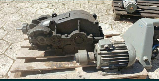 Przekladnia zębata WD 325 z silnikiem elektrycznym 1,5kw 700obr