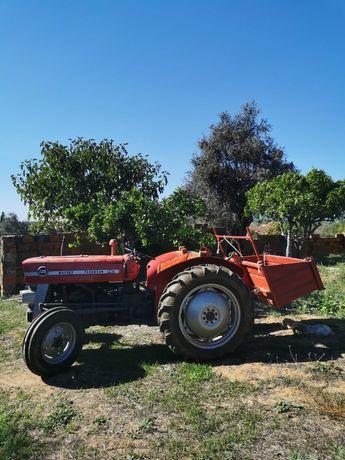 Trator Ferguson 135 com fresas