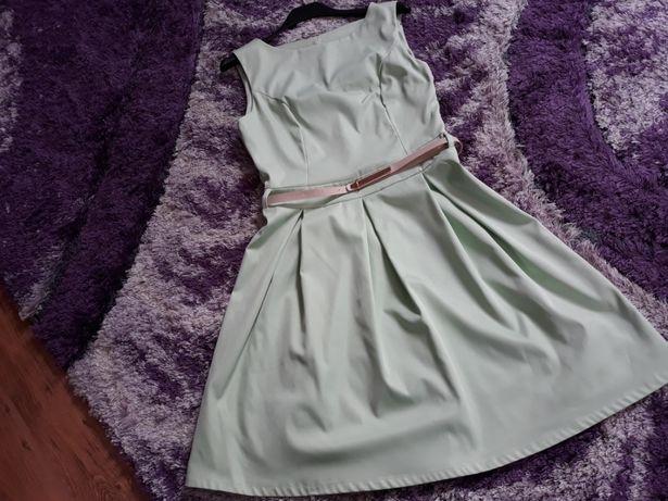 Okazja! Oliwkowa sukienka rozkloszowana