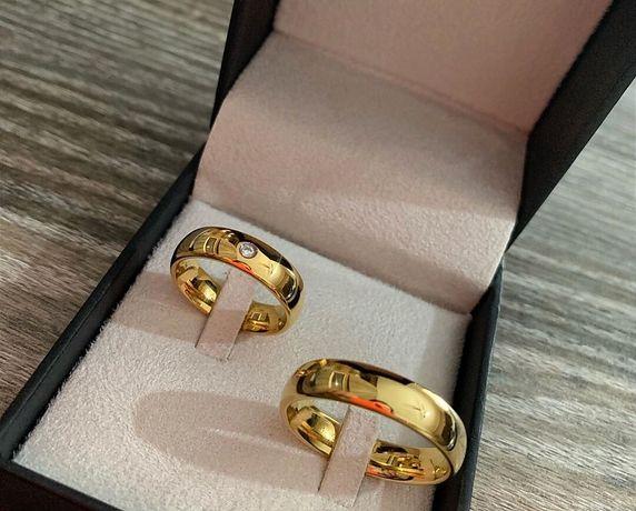 Śliczna Para Złotych Obrączek Ślubnych