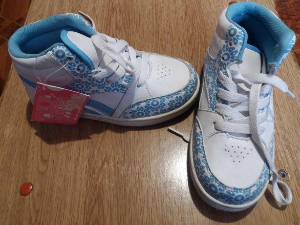 Взуття для дівчинки. Нове. 28 розмір.