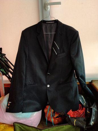 Костюми чоловічі  48 розмір плюс сорочка з галстуком