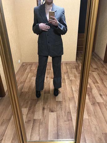 Классический,деловой,серый,женский костюм