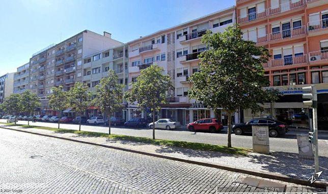 Loja bem localizada na Av. Dr. Lourenço Peixinho, Aveiro