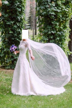 Свадебное платье расшитое кружевом в идеальном состоянии