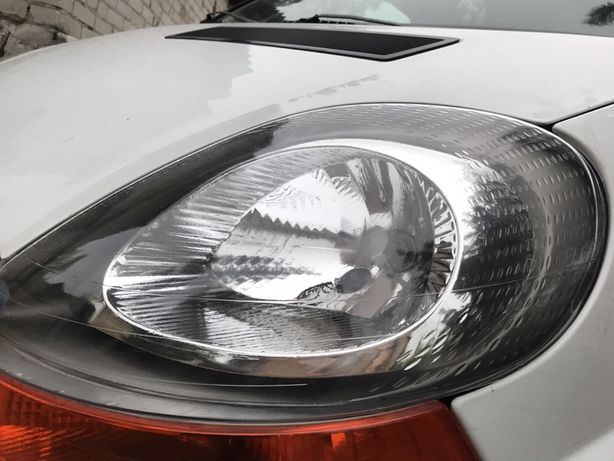 Lampa przednia lewa do Renault Traffic 2 generacji.