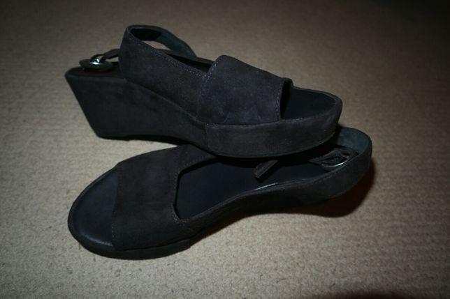 Vendo Sandálias Altas