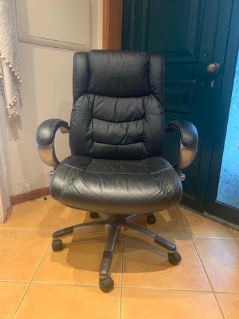 Cadeira executivo em pele sintética