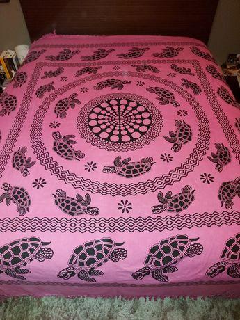 Colcha mandala rosa com tartarugas pretas