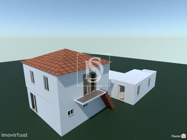 Moradia T2 com dois pisos para Restaurar  em  Pereiros