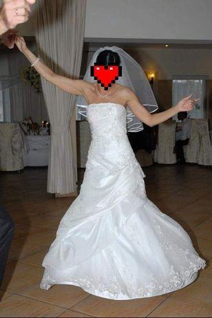 Piękna suknia ślubna z trenem r. 36-38