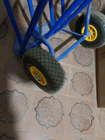 Тележка с надёжными надувными колесами